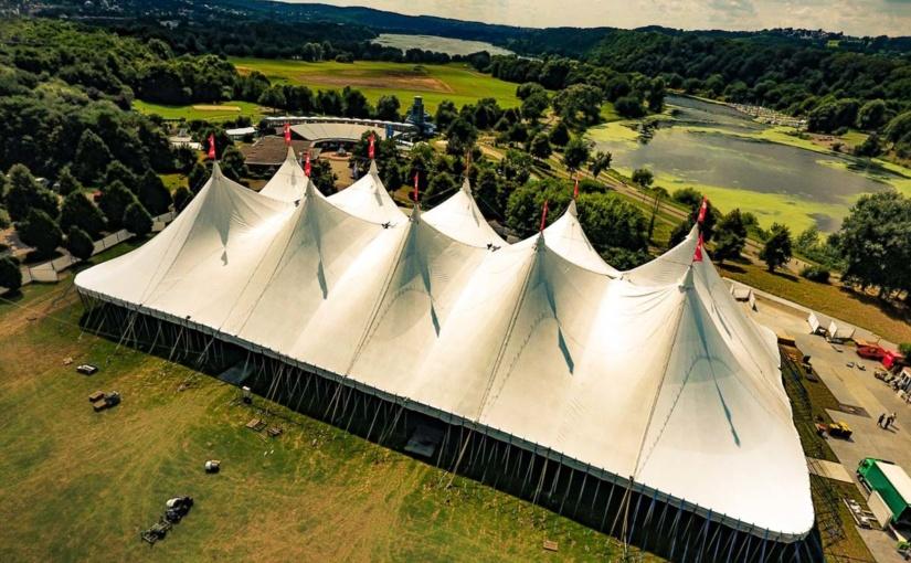 Licht an für die weiße Stadt am See: Zeltfestival Ruhr beginnt heute +++ Im neunten Jahr wird der 1.000.000ste Gast begrüßt +++ Für 30 Gastspiele gibt es noch Tickets